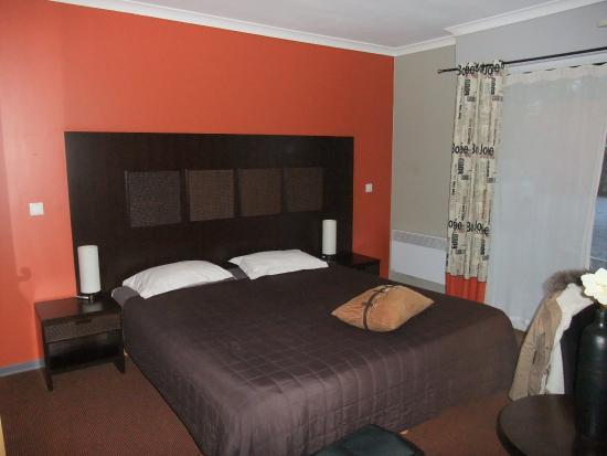 Les Jardins D'Ulysse : Large Bed