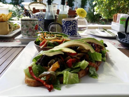 Meade Cafe : Mediteranean Sandwich (vegan)