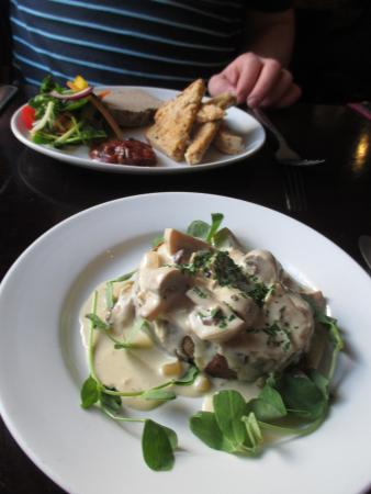 Hodnet, UK: Mushrooms and pate