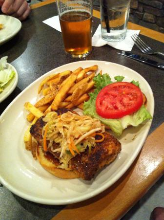 Mechanicsburg, Pensilvania: Grilled mahi-mahi sandwich