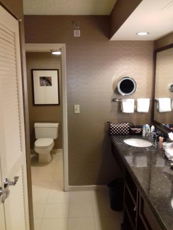 Plantation, FL: Bathroom