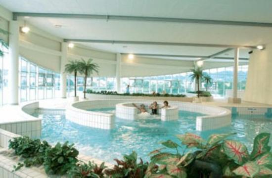 Piscine de la communaut de communes du bassin de pont a for Breistroff piscine cap vert