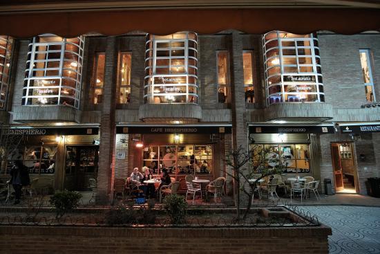 Restaurante La Terraza Del Mercado En Alcalá De Henares Con