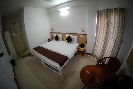 Hotel Shikha: Our A/C room