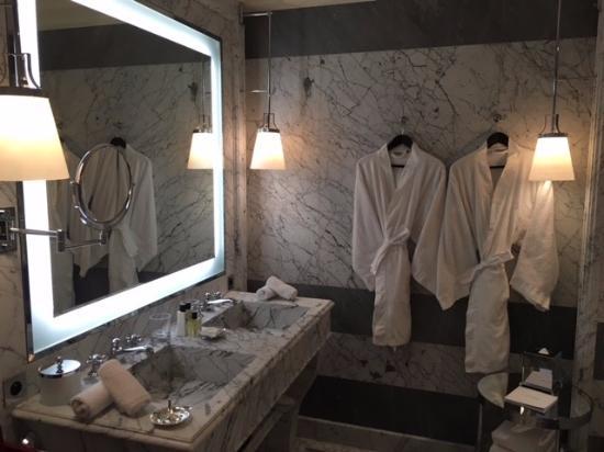 La Reserve Paris - Hotel and Spa: Bath 2