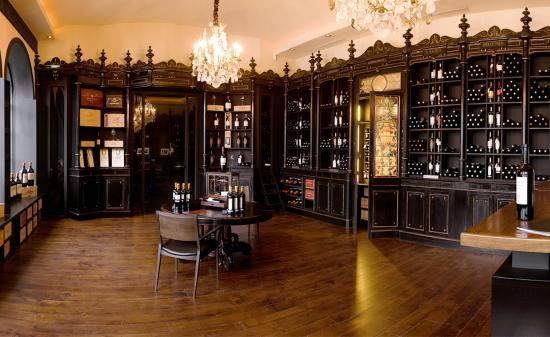 wine shop experience la boutique picture of les cles du vin pessac tripadvisor. Black Bedroom Furniture Sets. Home Design Ideas