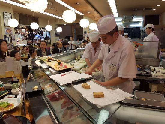 Sushizanmai Honjin: Chefs at work