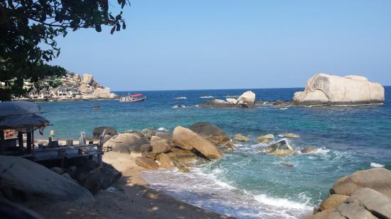 Tanote Villa Hill: Plage dans la baie à 5 minutes à pied de l'hotel