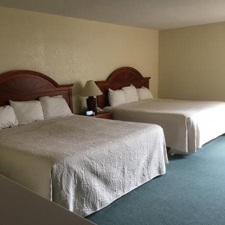 Shawano, WI: 2 Queen bed room