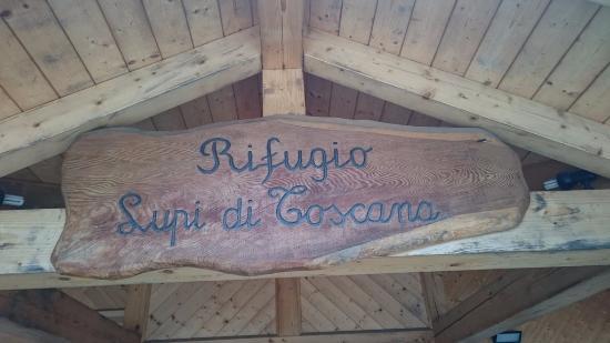 Rifugio Lupi di Toscana : Insegna del rifugio