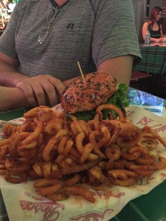 Heroes Bar & Grill: Huge Portions