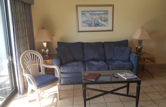 Surf Suites Motel: Living Room