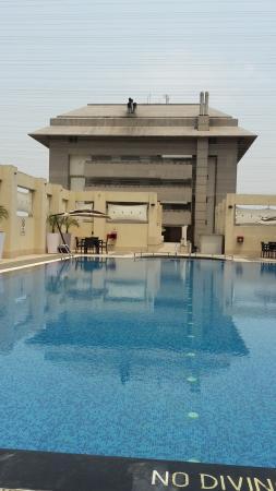 Hilton Garden Inn New Delhi / Saket: Poolbereich