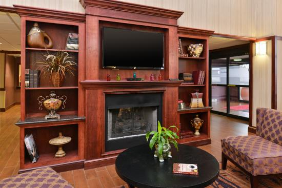 Hampton Inn & Suites Richmond : Lobby