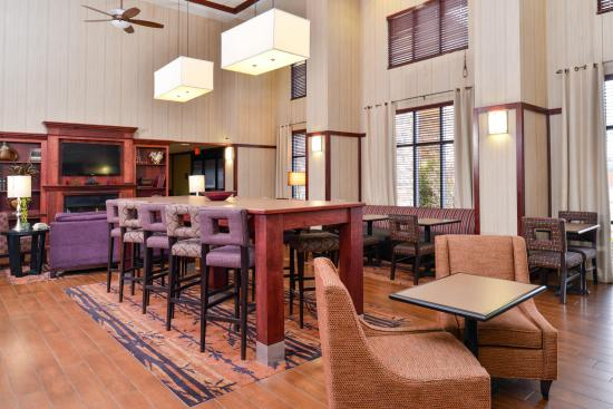 Hampton Inn & Suites Richmond : Dining Space