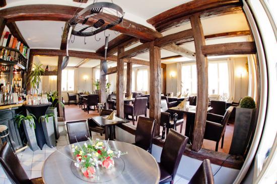 Im vordergrund unser heisser tisch picture of restaurant for Haus einrichtung modern