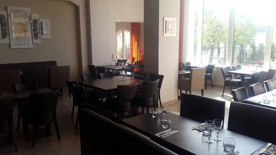 Gennevilliers, Prancis: Restaurante do Café