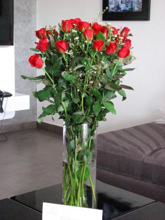 Médina Loft : Bouquet fleurissant l'appartement à votre arrivée