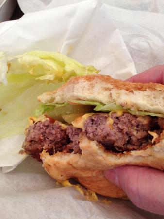 Tyler's Burgers: burger