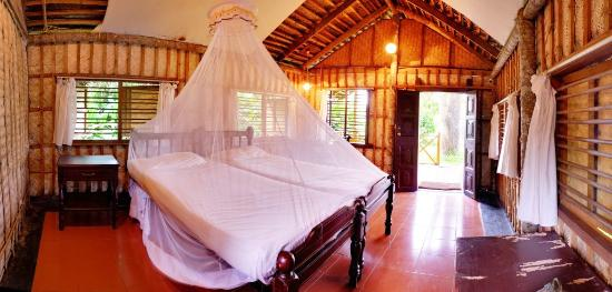 Keraleeyam Ayurvedic Resort: Cottage Interior