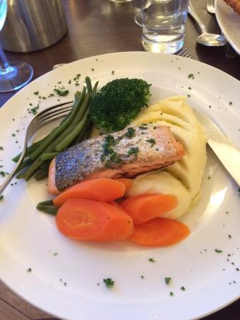 Isle of Raasay, UK: Delicious salmon dinner in the evening