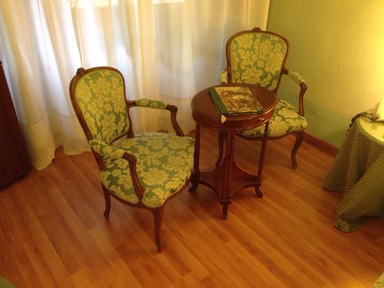 Palazzo dal Borgo Hotel Aprile: Stanza in tinta verde veronese