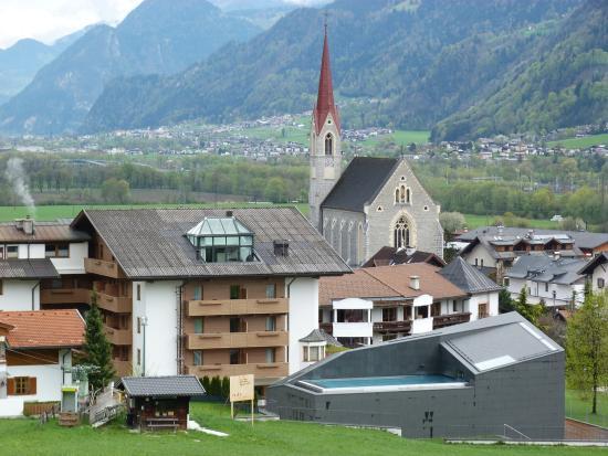 Stans, Áustria: Piscine extérieure avec vue sur les montagnes