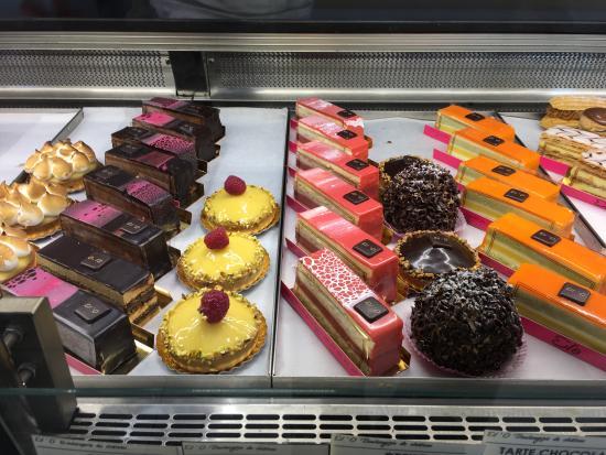 Villa La Riante : bakery at st germain en laye (2 min train out)
