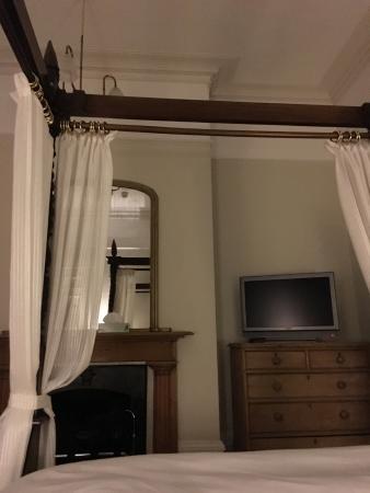 Brighton House: Superior four poster room