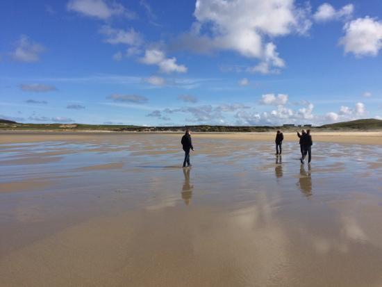 Dunblane, UK: Walk on the beach on Islay, between whisky tastings