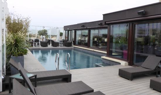 la terrasse piscine chauff e picture of le vertigo. Black Bedroom Furniture Sets. Home Design Ideas