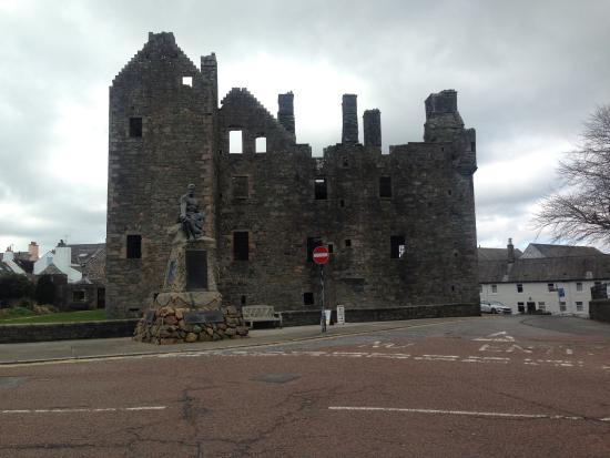 MacLellan's Castle is close to the harbour.