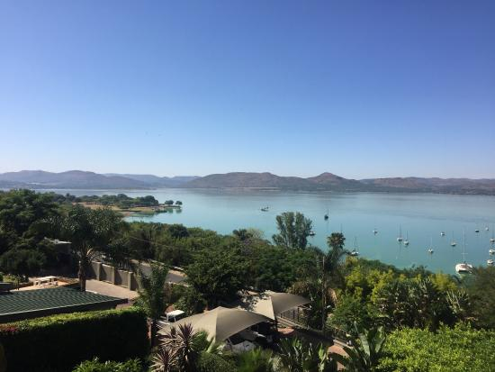 Schoemansville, Sydafrika: Views from the balcony and near the pool