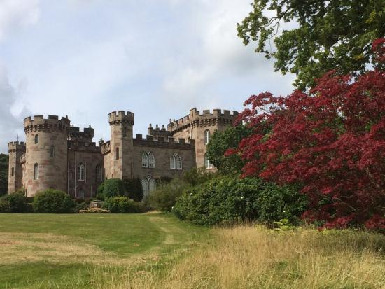 Cheshire, UK: Majestic Cholmondeley Castle and Gardens
