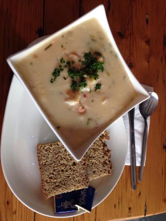 Duncannon, Irlanda: Great food, really nice seafood chowder with BIG chunks of prawns & salmon.