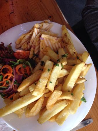 Duncannon, Irlandia: Great food, really nice seafood chowder with BIG chunks of prawns & salmon.