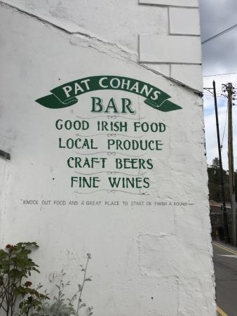 Cong, Irlanda: Sign of back of buildin