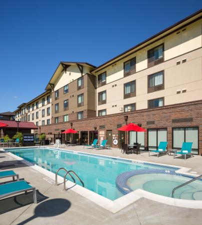 Vancouver, WA: Outdoor Pool and Spa