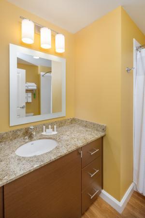 Vancouver, WA: Suite Vanity and Bathroom Area