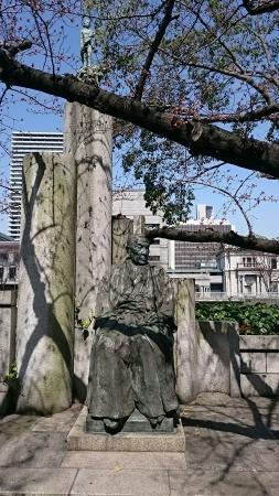 Ichizo Hayashi Statue