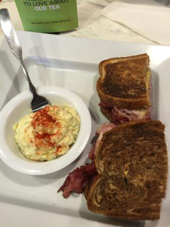 Noblesville, IN: Strawberry sweet tea, potato salad, and a New Yorker!  EXcellent!