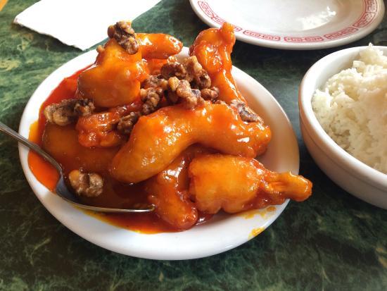 Garberville, Калифорния: Walnut chicken