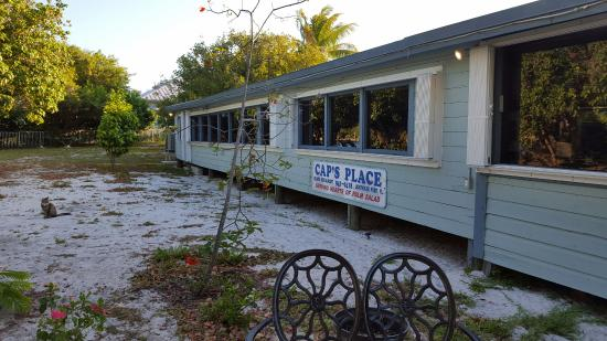 Lighthouse Point, FL: Cap's Place exterior