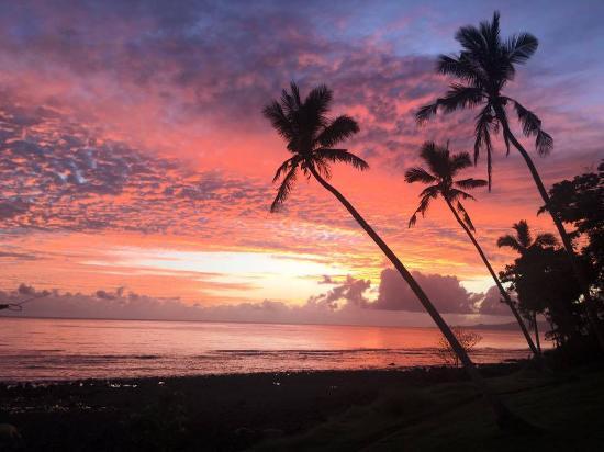 Vanua Levu, Fiyi: Sunrise pic from our room.