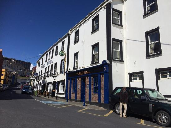 O'Shea's Hotel: Outside O'Shea's