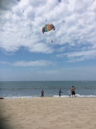 Villa del Palmar Flamingos: kite surfing on the beach