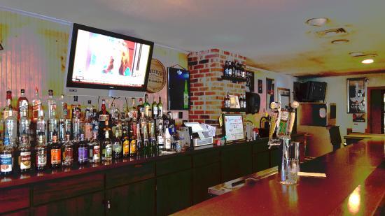 Broad Brook, CT: Bar Scene
