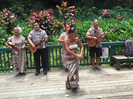 Kilauea, Hawái: Hula and music on the river boat