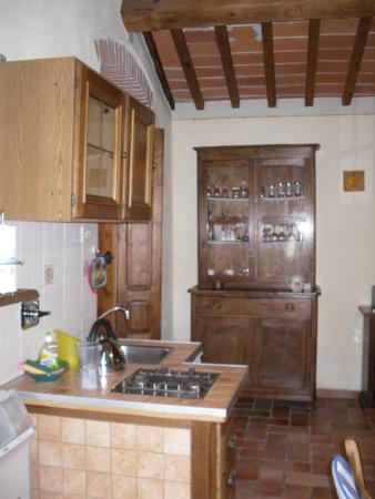 La Carreccia: Cozy little kitchen...just for two!