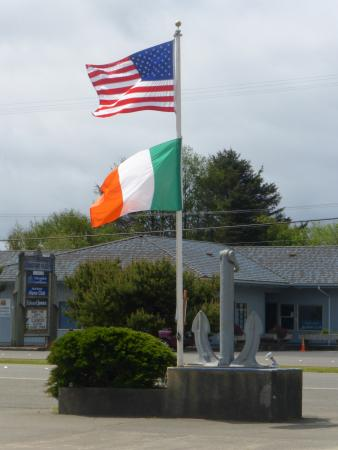 Ocean Shores, WA: Easy to find - look for the flags on the left as you drive into town